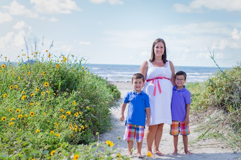 Fun images of mothers and their children taken on the beach in Galveston by Katie Eaton-1