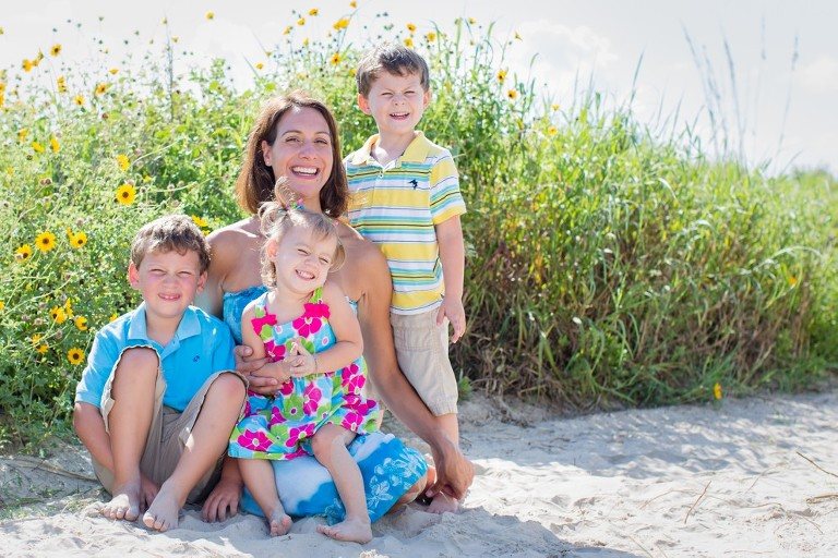 Fun images of mothers and their children taken on the beach in Galveston by Katie Eaton-2