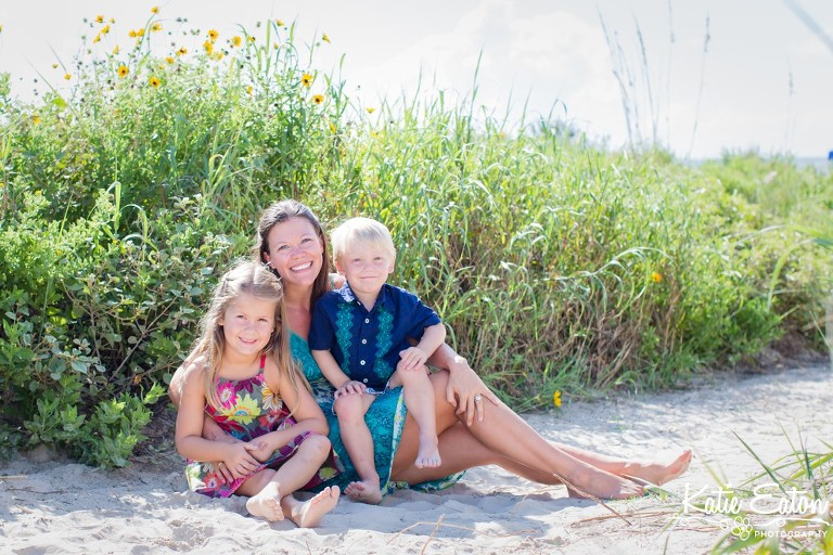 Fun images of mothers and their children taken on the beach in Galveston by Katie Eaton-3