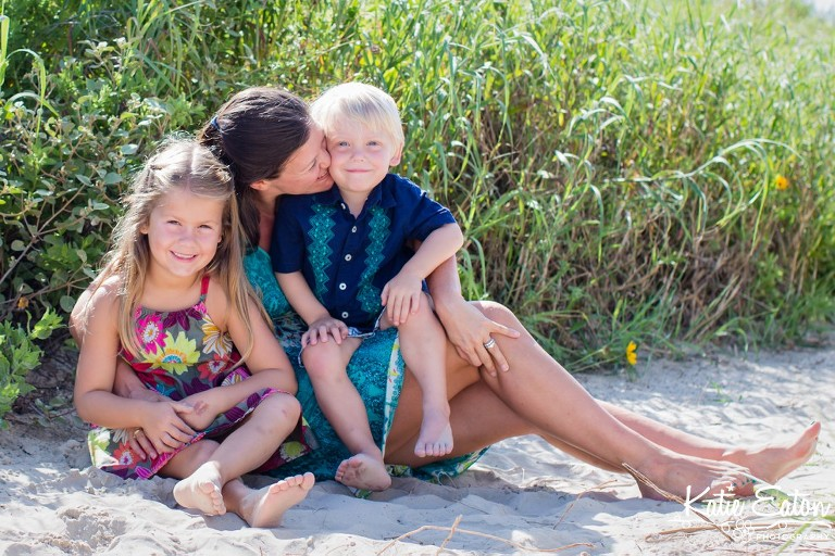 Fun images of mothers and their children taken on the beach in Galveston by Katie Eaton-4