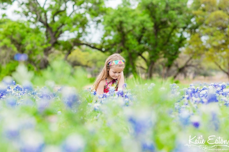 Beautiful image of a child in the bluebonnets by Katie Eaton Photography-1