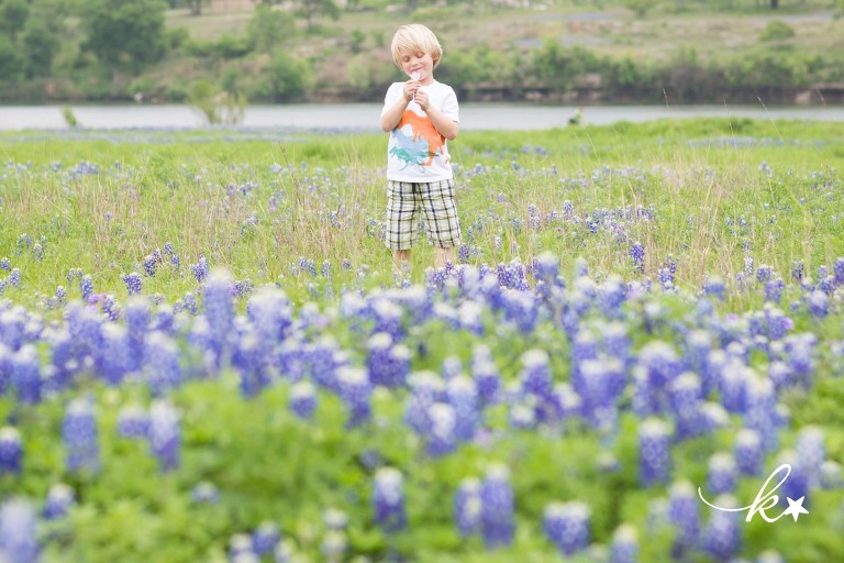 Beautiful images from a bluebonnet family session in Austin | Austin Family Photographer | Katie Starr Photography-1