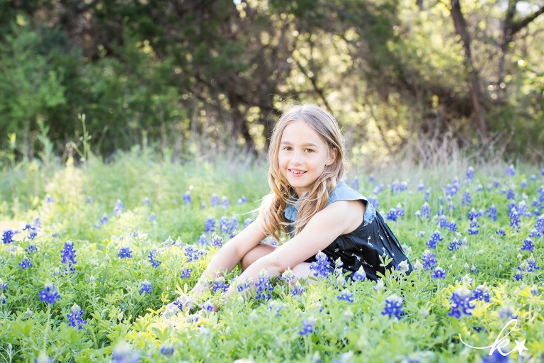 Fun images of a little girl playing in her backyard by Katie Starr Photography -1