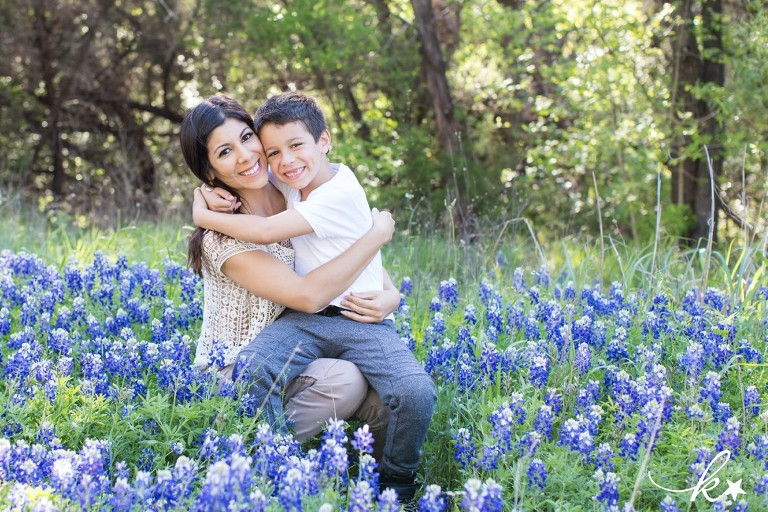 Beautiful images from bluebonnet mini sessions in Austin by Katie Starr Photography-1
