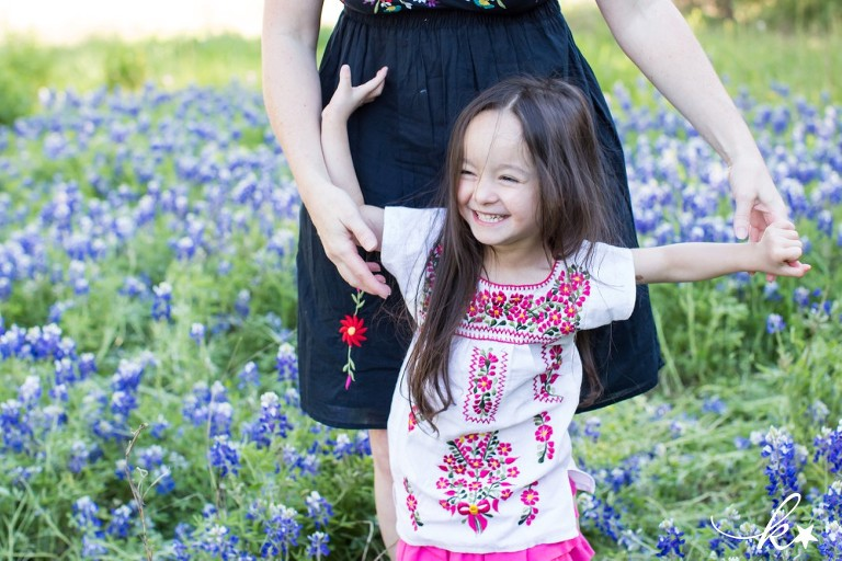 Beautiful images from bluebonnet mini sessions in Austin by Katie Starr Photography-10