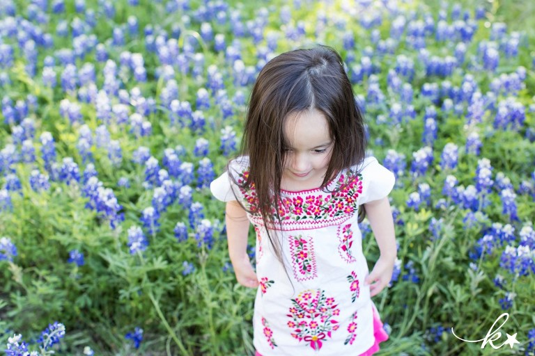 Beautiful images from bluebonnet mini sessions in Austin by Katie Starr Photography-6