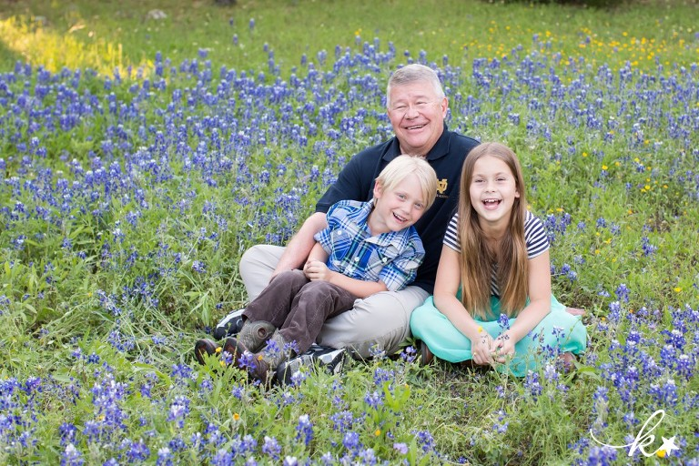 Fun images from bluebonnet mini sessions in Austin by Katie Starr Photography-3