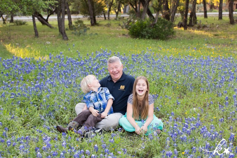 Fun images from bluebonnet mini sessions in Austin by Katie Starr Photography-4
